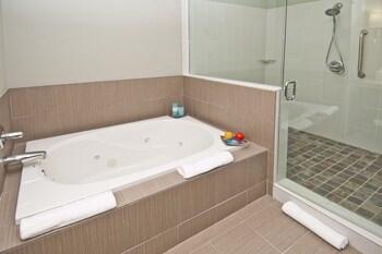 Hotel Indigo WACO - BAYLOR - Reviews, Photos & Rates