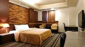 高級寢具、特厚豪華床墊、書桌、免費 Wi-Fi