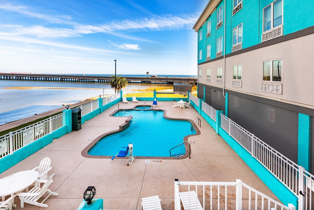 Pool, Holiday Inn Express & Suites Port Lavaca