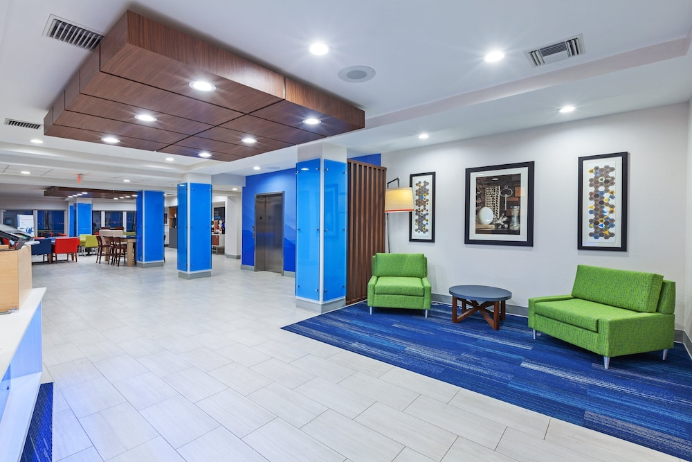 Lobby, Holiday Inn Express & Suites Port Lavaca