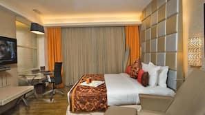 고급 침구, 객실 내 금고, 책상, 다리미/다리미판
