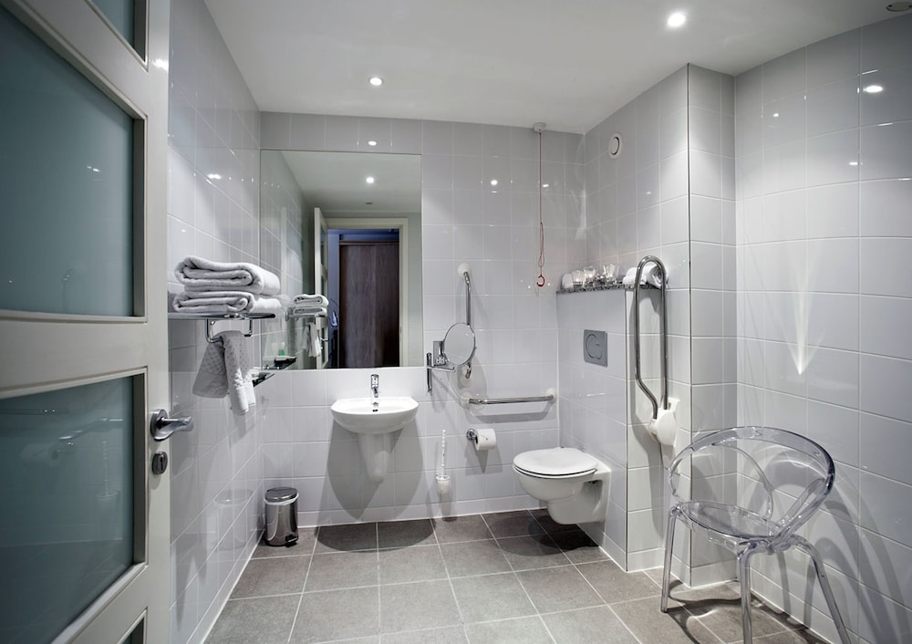 Bathroom, Pembroke Hotel