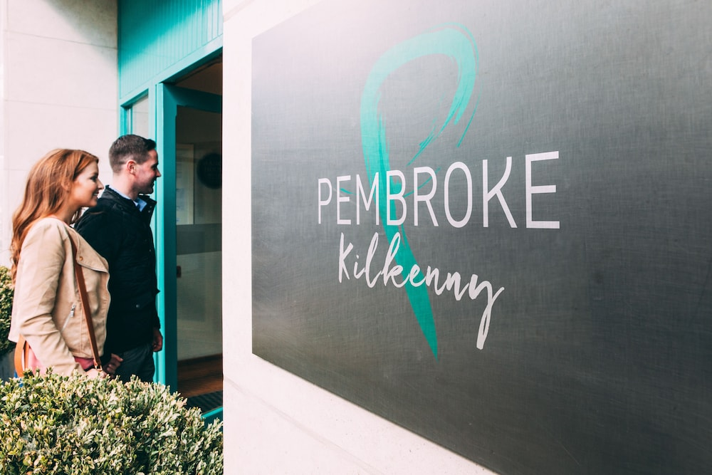 Property Entrance, Pembroke Hotel