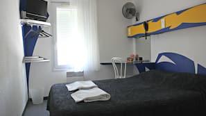 Individually furnished, desk, iron/ironing board, free WiFi