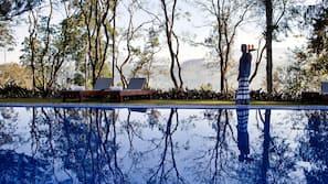 5 outdoor pools