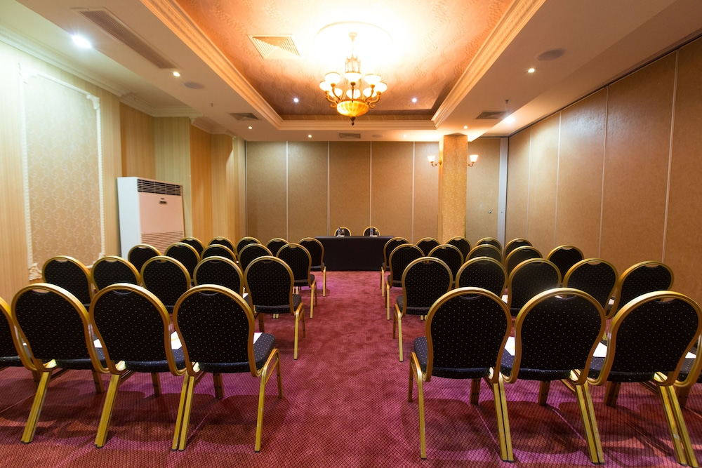 Meeting Facility, Victoria Crown Plaza Hotel