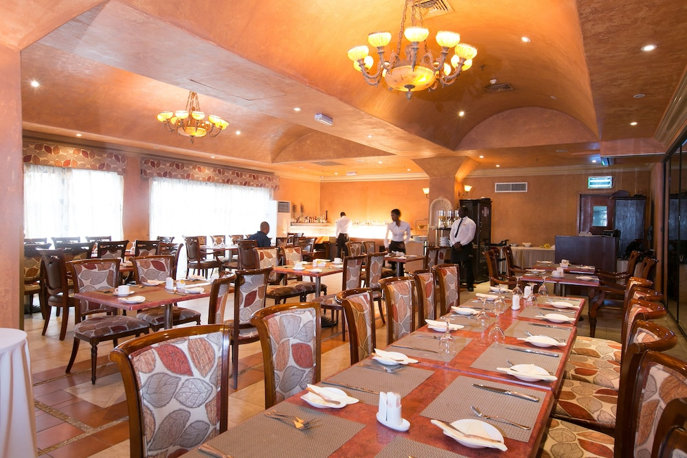 Restaurant, Victoria Crown Plaza Hotel