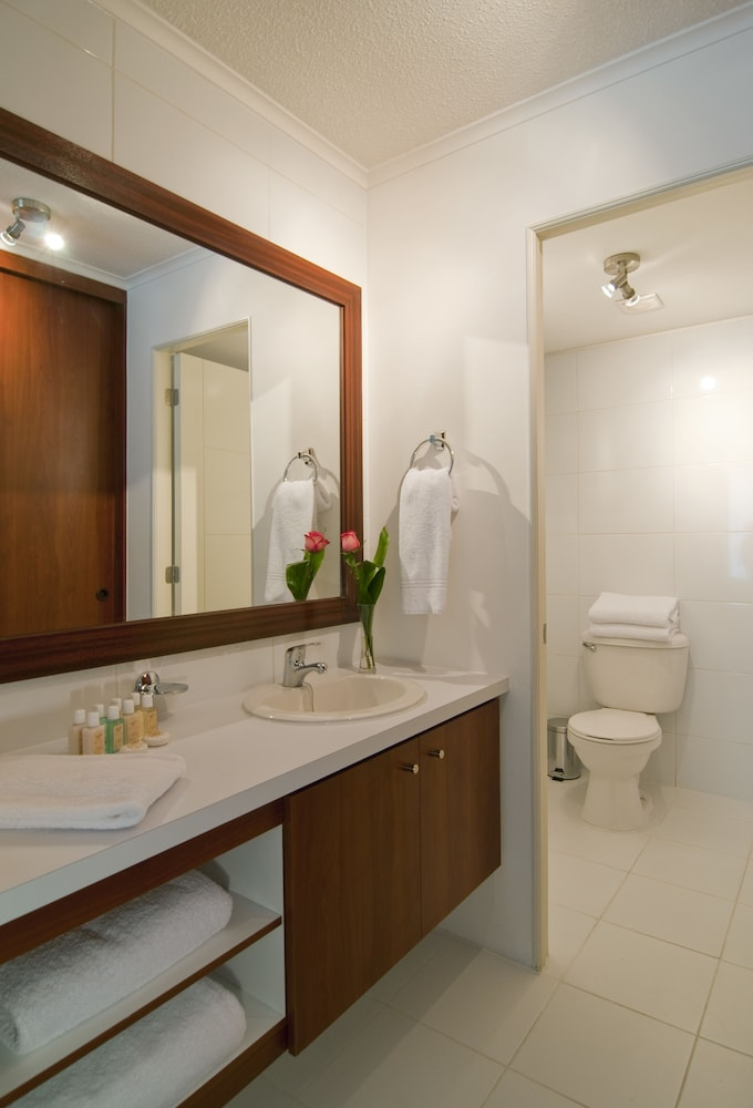 Bathroom, Park Plaza Apart Hotel