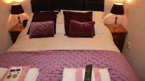 Egyptian cotton sheets, premium bedding, individually decorated, desk
