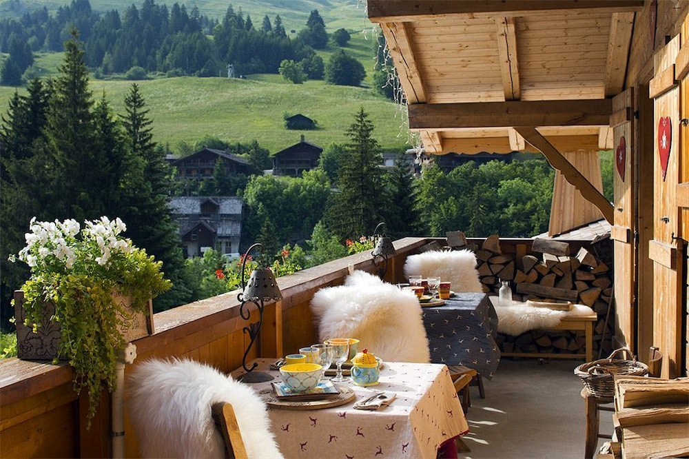 Outdoor Dining, Chalet-Hôtel Les Cimes, The Originals Relais