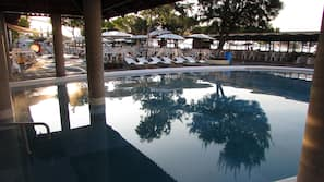 2 indoor pools, 5 outdoor pools, open 8:30 AM to 7:00 PM, free cabanas