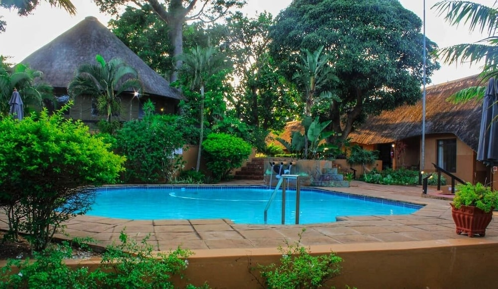 Outdoor Pool, AmaZulu Lodge