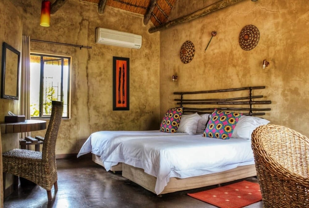 Room, AmaZulu Lodge