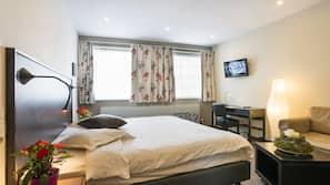 Een kluis op de kamer, een bureau, verduisterende gordijnen, gratis wifi