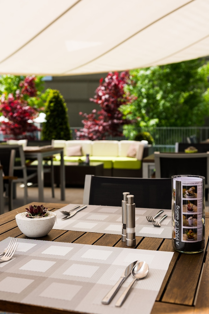 Outdoor Dining, APARTHOTEL - Welcoming I Urban Feel I Design