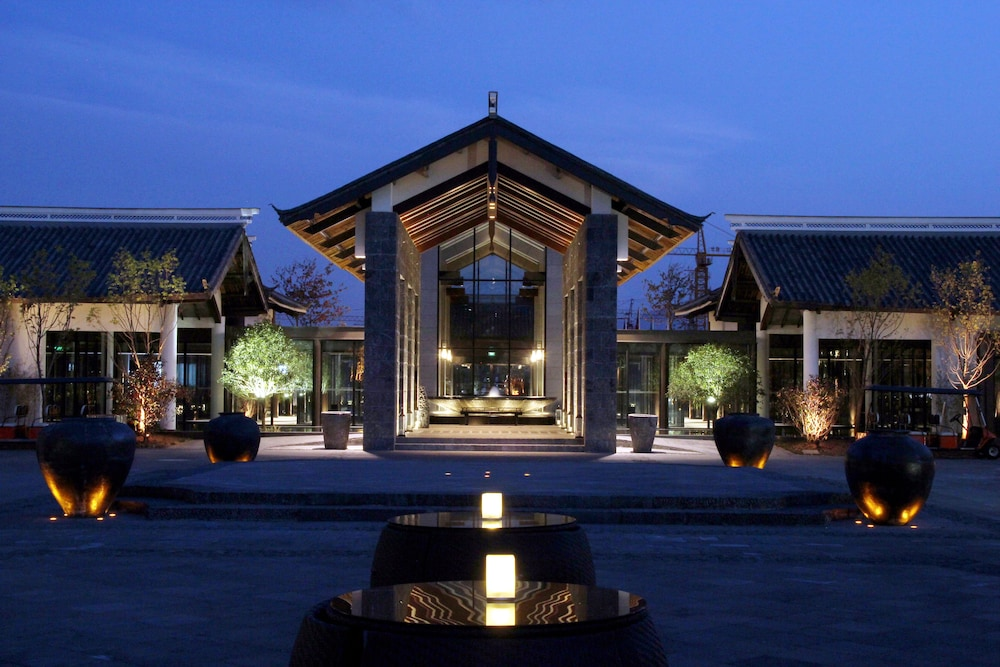 Front of Property - Evening/Night, Pullman Lijiang Resort and Spa