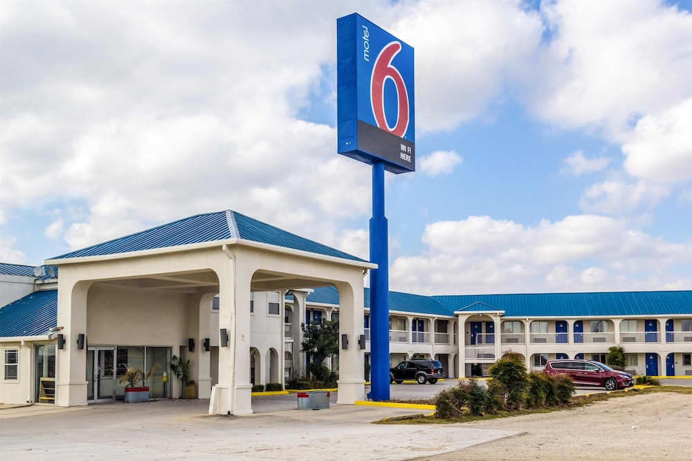 Featured Image, Motel 6 Seguin, TX