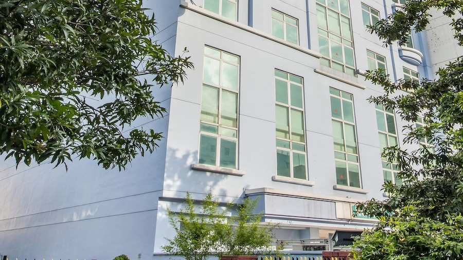 Hotel 81 Lucky (SG Clean)