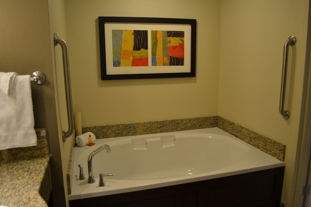 Deep Soaking Bathtub, Isle of Capri Casino Hotel Lake Charles