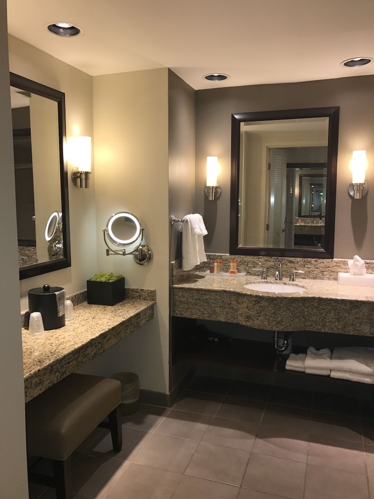 Bathroom, Isle of Capri Casino Hotel Lake Charles