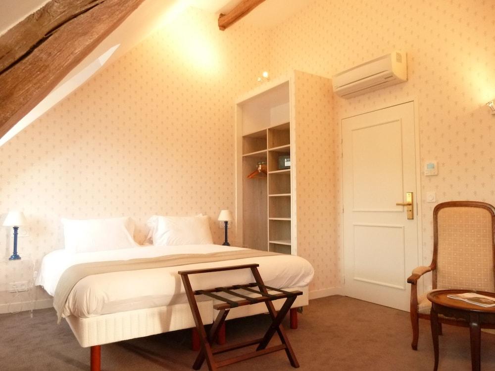 le grand monarque azay le rideau room prices reviews travelocity. Black Bedroom Furniture Sets. Home Design Ideas