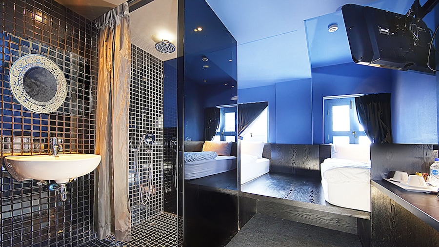 Porcelain Hotel (SG Clean)