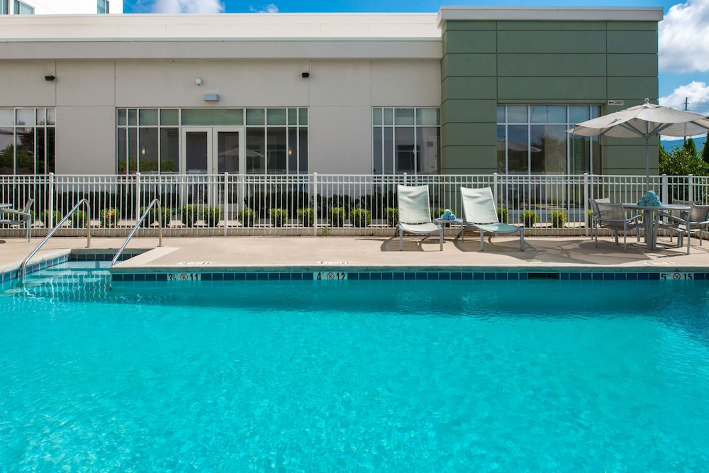Outdoor Pool, SpringHill Suites Huntsville Downtown