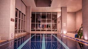 실내 수영장, 06:00 ~ 21:00 오픈, 일광욕 의자