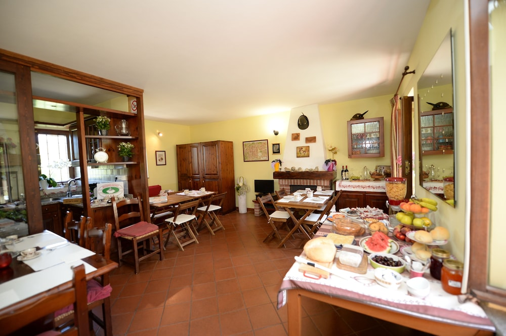 Breakfast Area, La Valle B&B