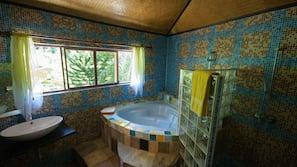 Baignoire et douche séparées, baignoire relaxante profonde