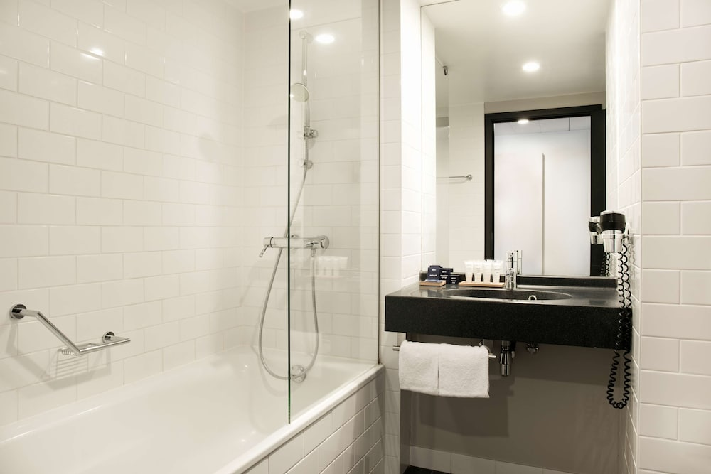 Bathroom, Park Inn by Radisson Brussels Midi