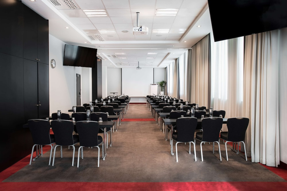 In-Room Business Center, Park Inn by Radisson Brussels Midi