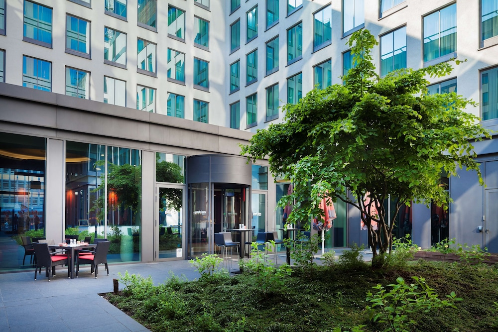 Courtyard, Park Inn by Radisson Brussels Midi