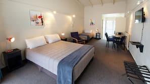 窗簾、熨斗/熨衫板、嬰兒床 (收費)、免費 Wi-Fi