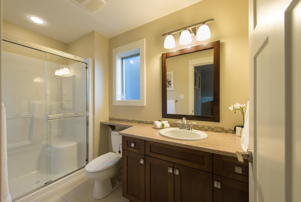 Bathroom, Oceanside Village Resort