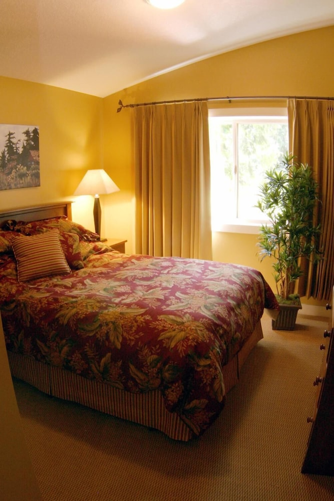 Room, Oceanside Village Resort