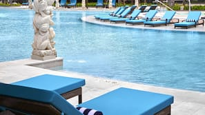 5 outdoor pools, open 8:00 AM to 9:00 PM, pool umbrellas, pool loungers