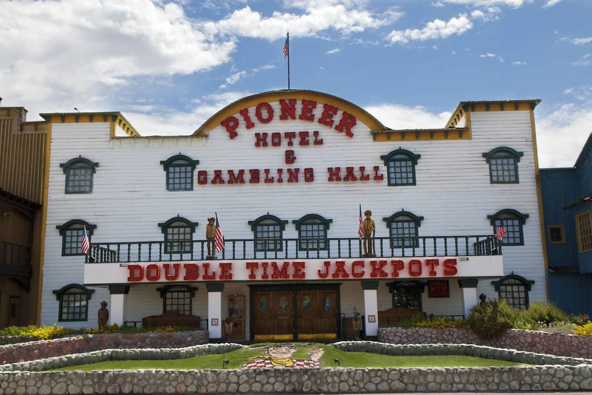 pioneer hotel and casino in laughlin nevada