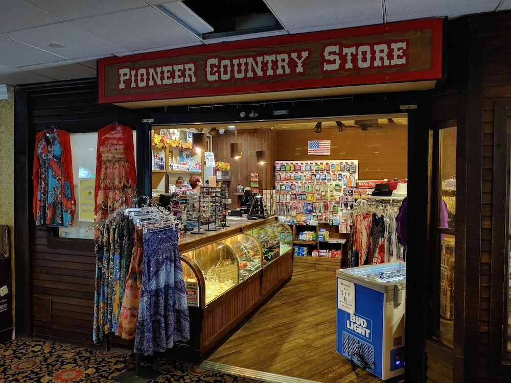 Gift Shop, The New Pioneer