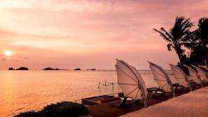 หาดส่วนตัว, รถรับส่งชายหาด (ฟรี), เก้าอี้อาบแดด, ร่มชายหาด