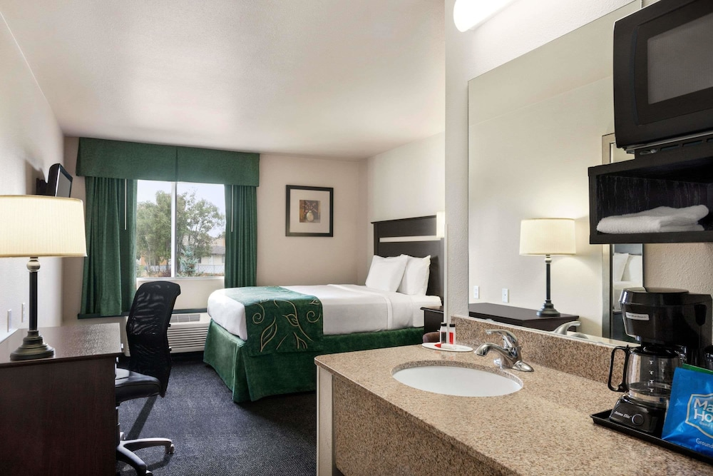 Room, Travelodge by Wyndham McAlester