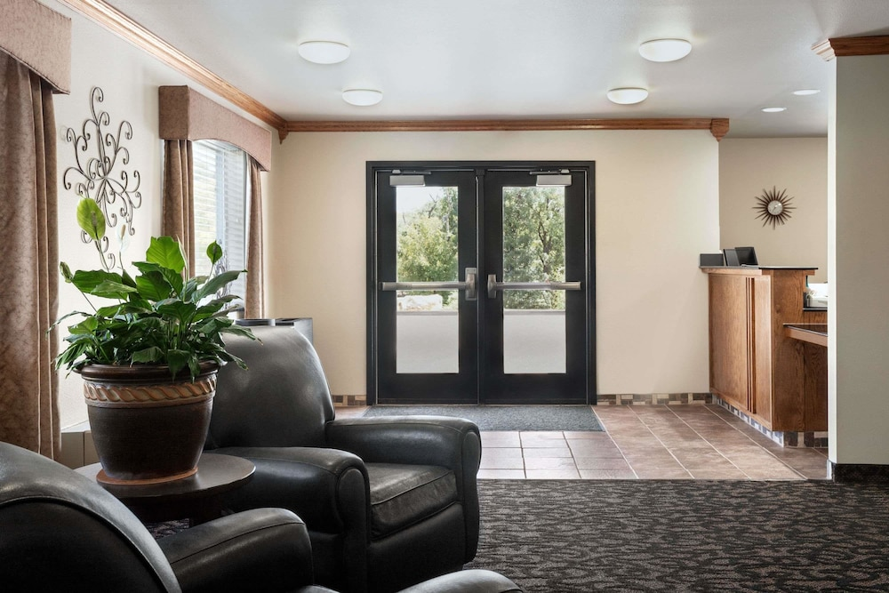 Lobby, Travelodge by Wyndham McAlester
