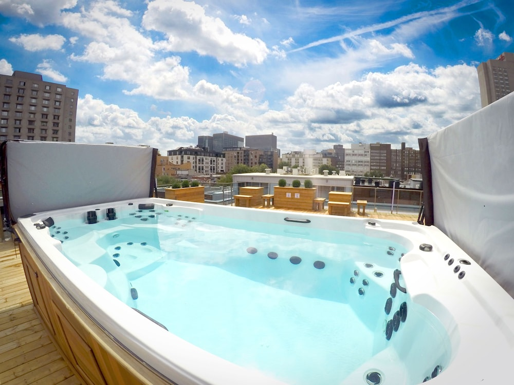 Outdoor Spa Tub, M Montreal