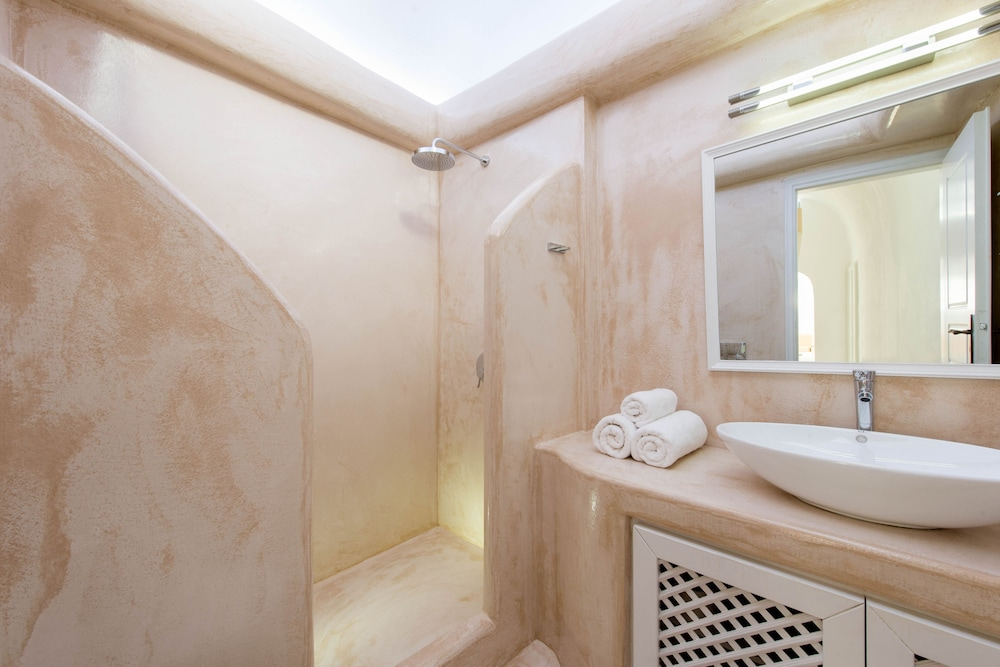 Bathroom, Kamares Apartments