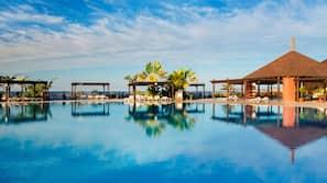 11 piscinas al aire libre, sombrillas, tumbonas
