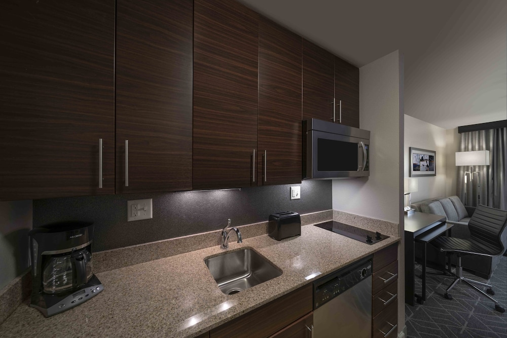 Private Kitchen, TownePlace Suites Providence North Kingstown