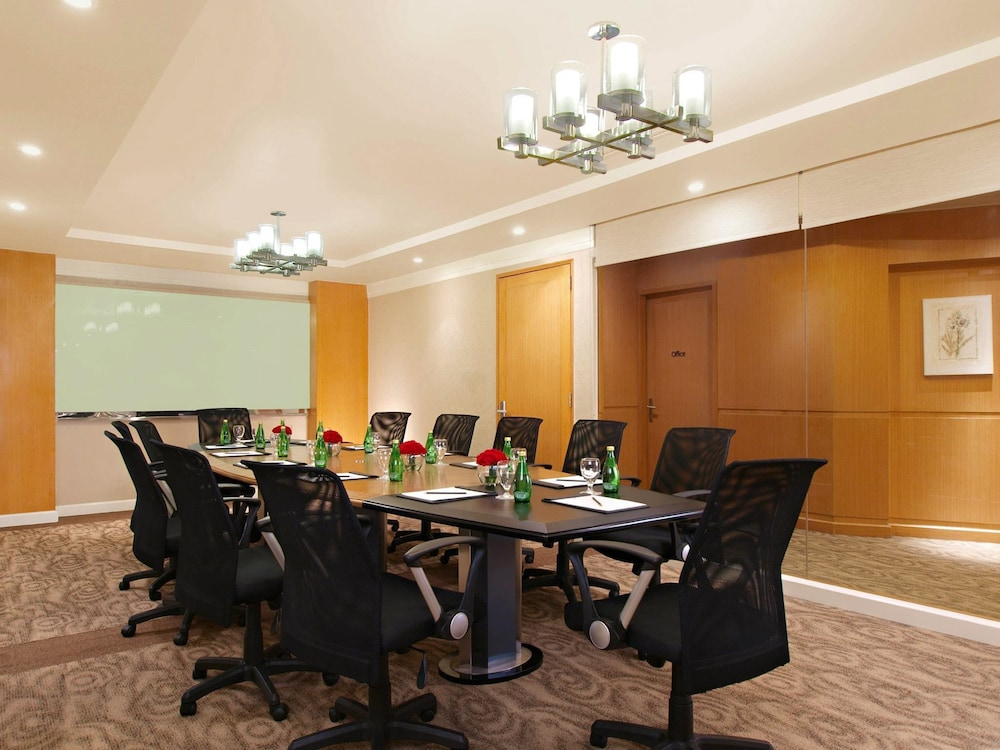 Business Center, Eastwood Richmonde Hotel