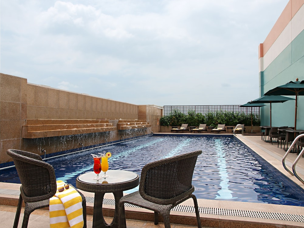 Rooftop Pool, Eastwood Richmonde Hotel