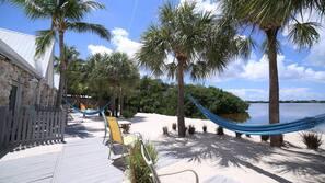 Spiaggia privata, lettini da mare, windsurf, kayak