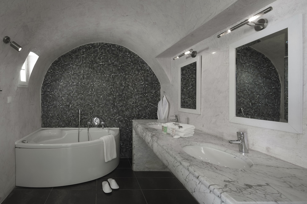Bathroom, Petit Palace